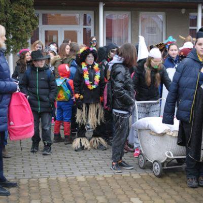 Karneval a pohovávanie basy v ZŠ  Obrázok 39