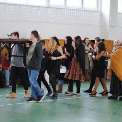 Karneval a pohovávanie basy v ZŠ  Obrázok 2
