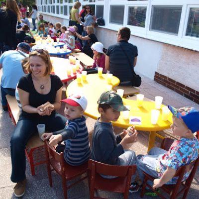Opekačka detí v MŠ a program pre mamičku ku Dňu matiek  Obrázok 21